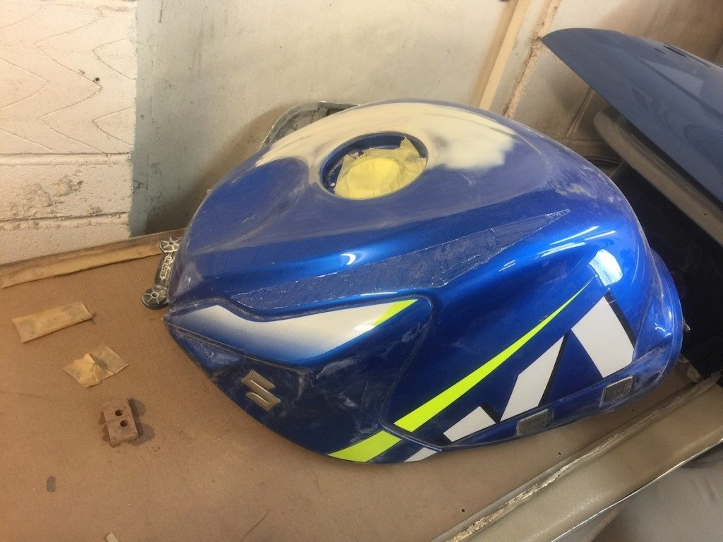 Suzuki GSXR750 fuel tank repair and respray Restoration - image 16
